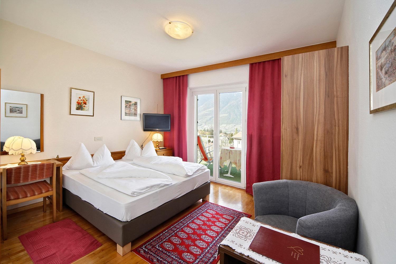 zimmer mit halbpension oder fr hst ck pension planta in. Black Bedroom Furniture Sets. Home Design Ideas